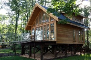 small-timber-frame-wooden-houses-building-designproductioneco-houses-LiskandasClevelymere-Tree-House-1