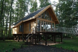 small-timber-frame-wooden-houses-building-designproductioneco-houses-LiskandasClevelymere-Tree-House-2
