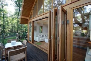 small-timber-frame-wooden-houses-building-designproductioneco-houses-LiskandasClevelymere-Tree-House-6
