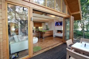 small-timber-frame-wooden-houses-building-designproductioneco-houses-LiskandasClevelymere-Tree-House-7