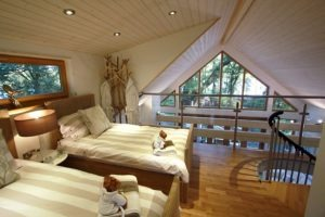 small-timber-frame-wooden-houses-building-designproductioneco-houses-LiskandasClevelymere-Tree-House-9